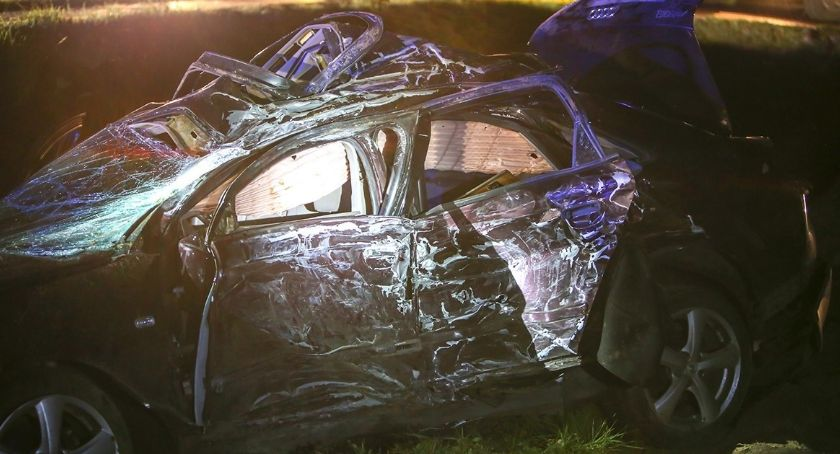 Wypadki drogowe, Kierowca zmarł szpitalu Nocny wypadek trasie Łomża Ostrów Mazowiecka [FOTO][AKTUALIZACJA] - zdjęcie, fotografia