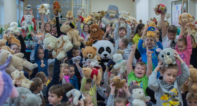 Szkoły i edukacja, Dzieci lubią misie misie lubią dzieci… [FOTO] - zdjęcie, fotografia