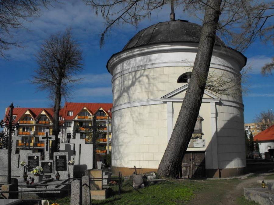 Newsy, Włamanie kaplicy grobami rodziny Śmiarowskich - zdjęcie, fotografia