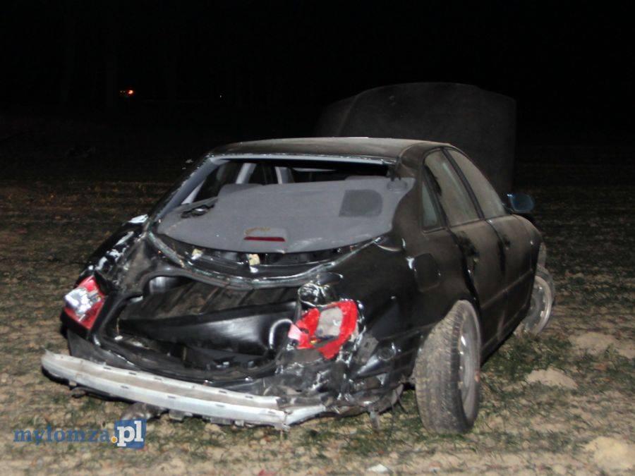 Region, Samochód uderzył drzewo odrzuciło [FOTO] - zdjęcie, fotografia