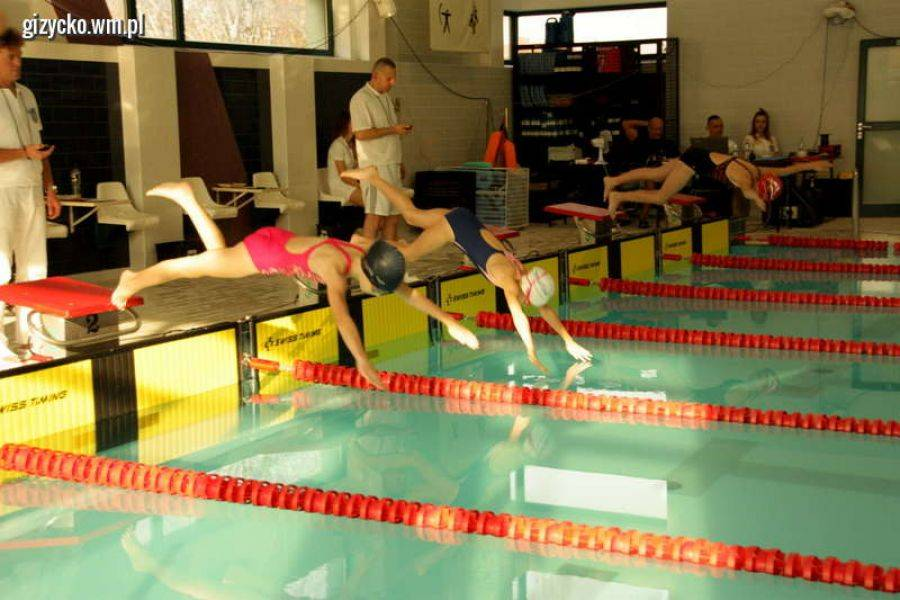 Rekreacja sportowa , Pływacy wrócili Giżycka medalami - zdjęcie, fotografia
