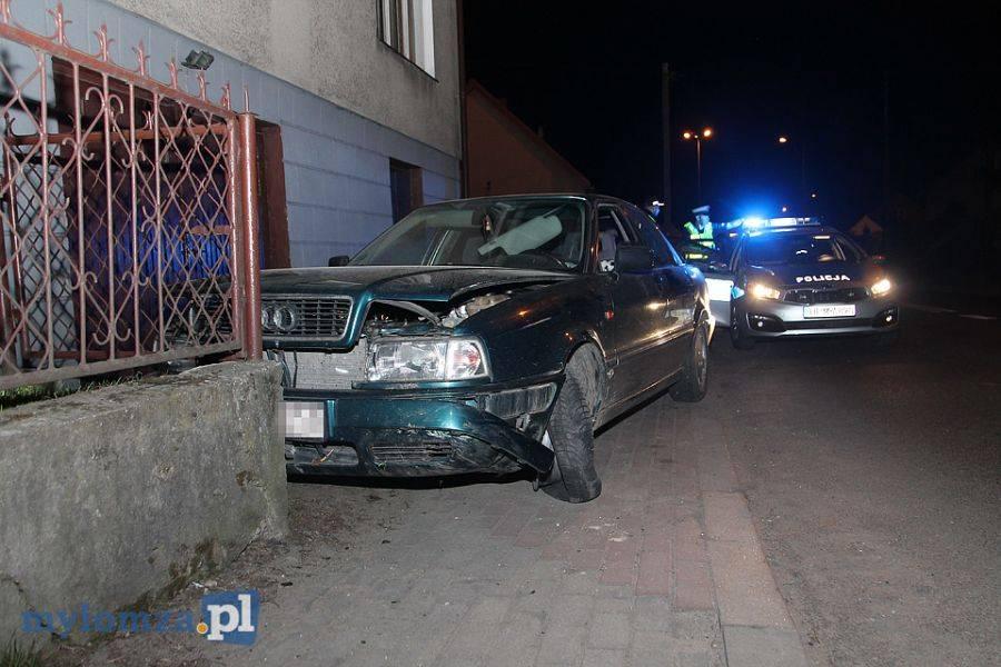 Region, Pijany kierowca wjechał ogrodzenie [FOTO] - zdjęcie, fotografia