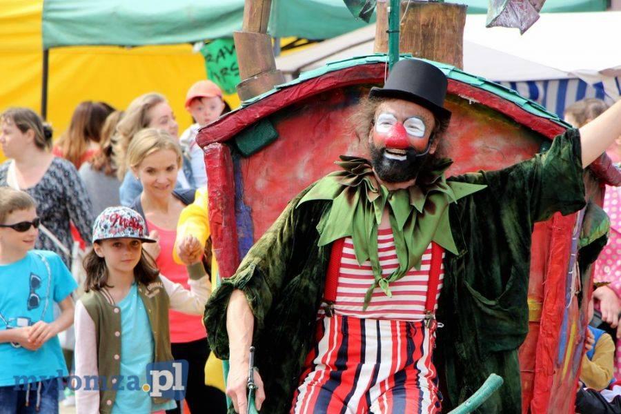 Sztuka, Świat cyrku teatru Starym Rynku [FOTO] - zdjęcie, fotografia