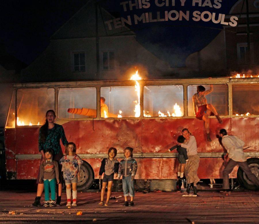 Sztuka, Dramat wojny! Przejmujący spektakl Starym Rynku [VIDEO FOTO] - zdjęcie, fotografia