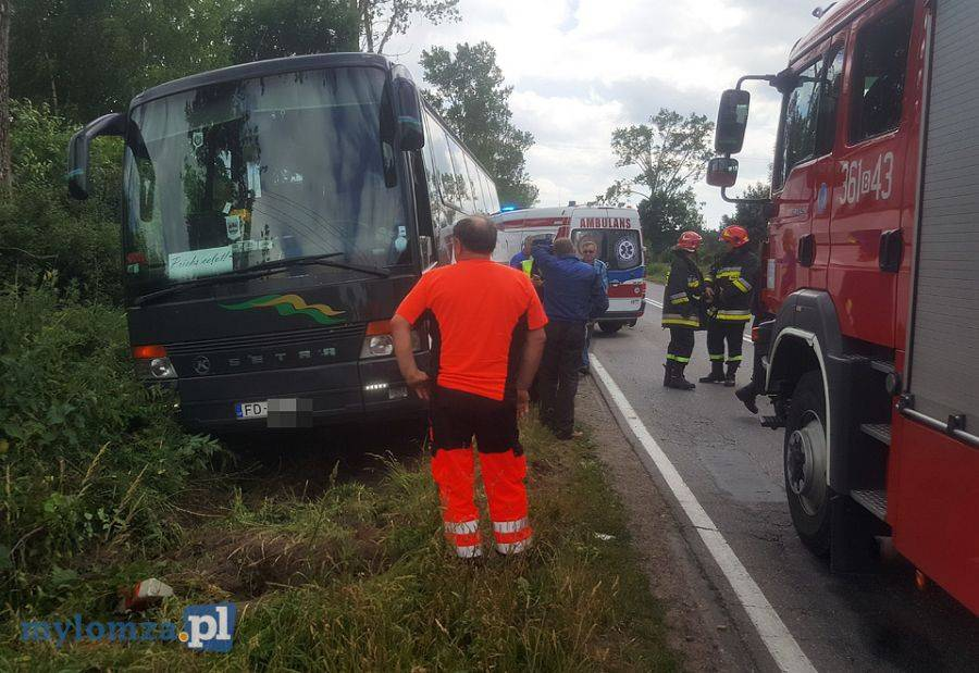 Newsy, Konarzyce Autobus pełen ludzi zjechał [FOTO] - zdjęcie, fotografia
