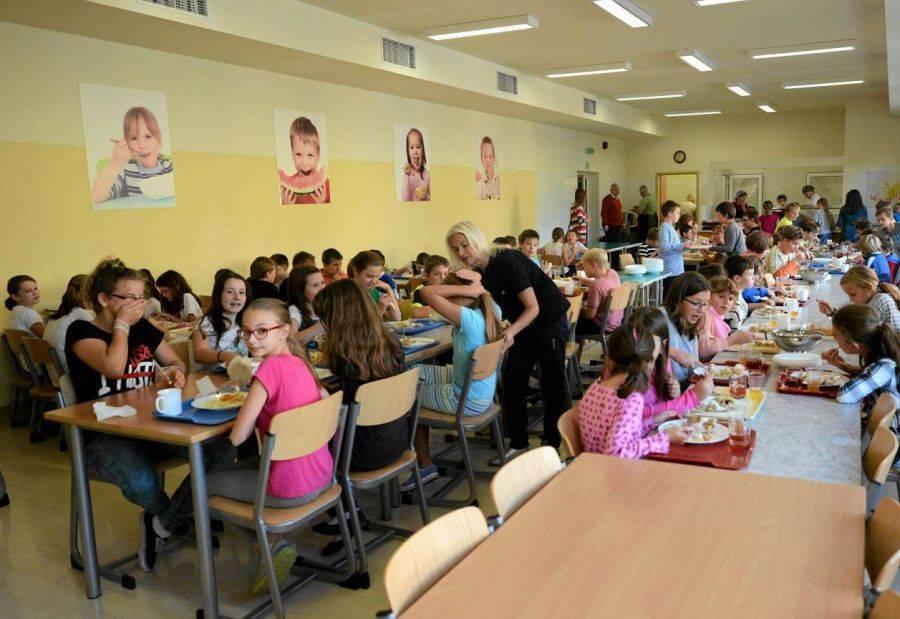 Łomża, Stołówka+ dzieci szkole - zdjęcie, fotografia