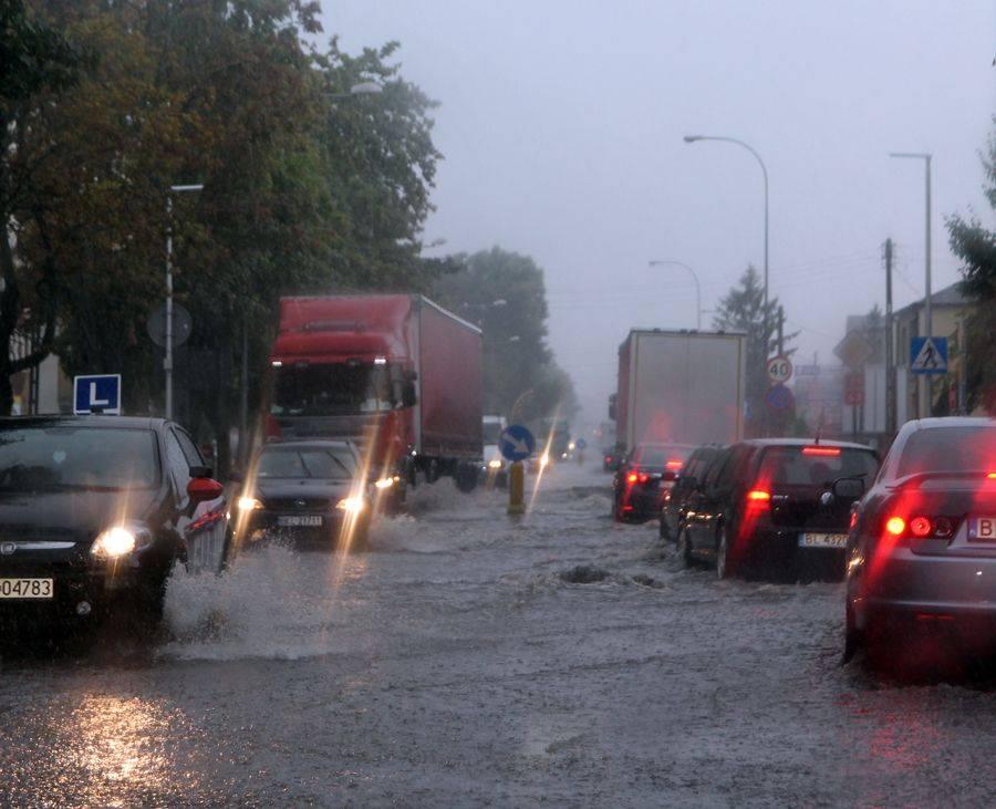 Newsy, Łomża Krótka ulewa narobiła dużo szkód [VIDEO FOTO] - zdjęcie, fotografia