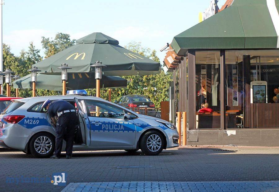 Wypadki drogowe, Pijany wjechał restaurację McDonald [FOTO] - zdjęcie, fotografia