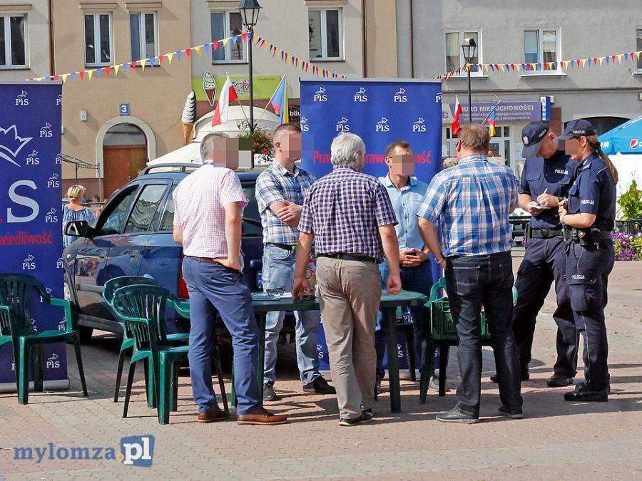 """Wystawy, środku Starego Rynku wyborcze reklamy """"ubogacają"""" Jarmark Łomży [FOTO] - zdjęcie, fotografia"""