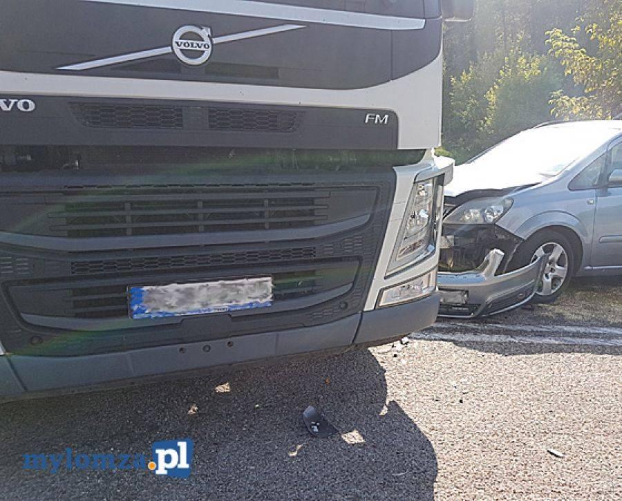 Region, [AKTUALIZACJA] zablokowana Zderzenie ciężarówki osobówką [FOTO] - zdjęcie, fotografia