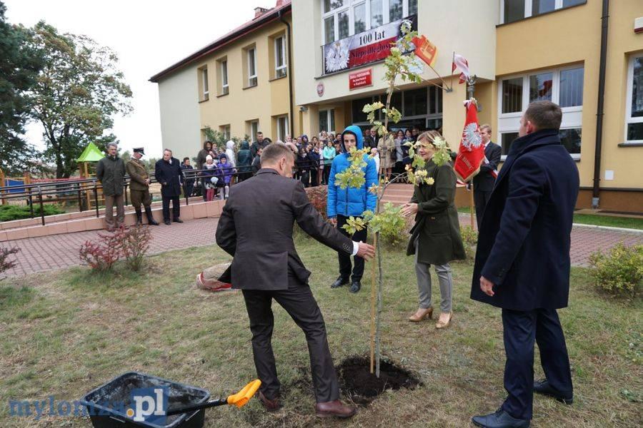 Region, Szkoła Podstawowa Kupiskach posadziła Niepodległości [VIDEO] - zdjęcie, fotografia
