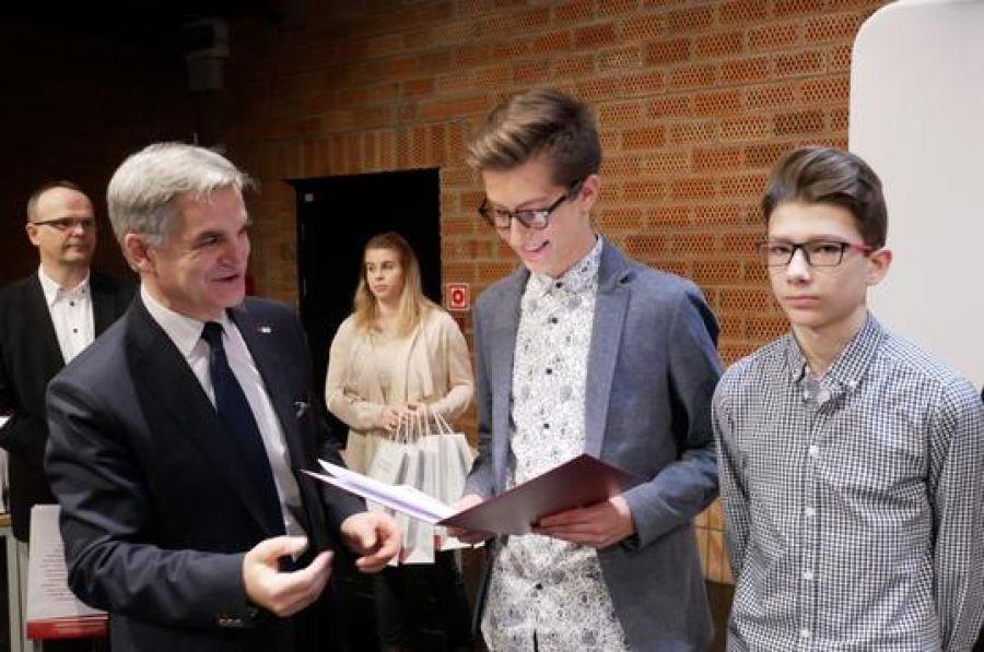 Region, Wyjątkowi uczniowie otrzymają stypendia Zarządu Województwa Podlaskiego - zdjęcie, fotografia