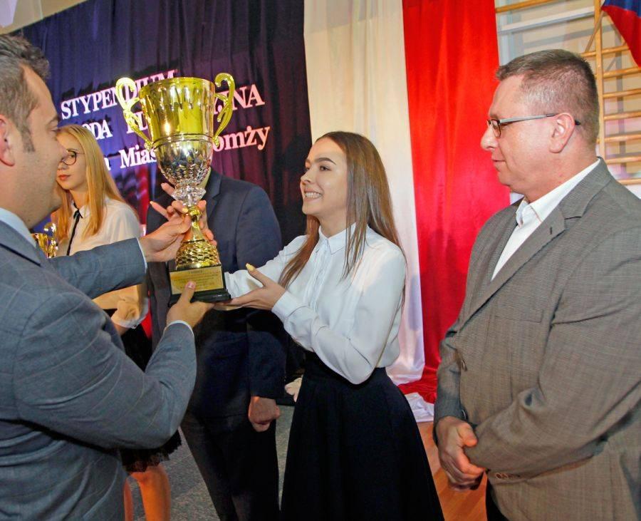 Tenis ziemny tenis stołowy badminton, Prezydenckie stypendia nagrody edukacyjne [VIDEO FOTO] - zdjęcie, fotografia