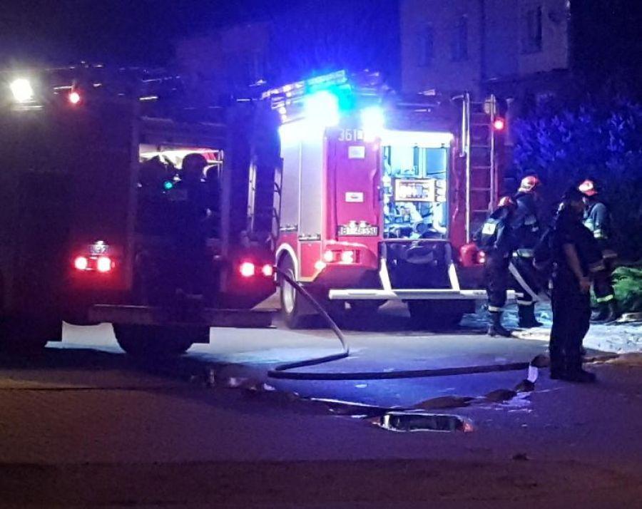 Kronika kryminalna, Nocny pożar samochodu - zdjęcie, fotografia