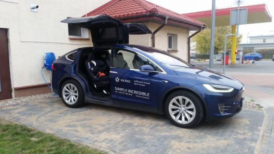 Aktualności, Samochody elektryczne można ładować - zdjęcie, fotografia