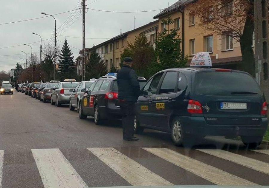 Aktualności, Taksówkarze przestawiają taksometry Wyższe opłaty początkowe - zdjęcie, fotografia