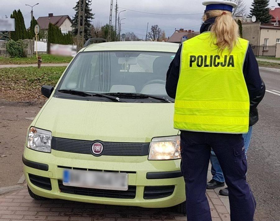 Komunikaty policji , Policjanci kontrolują oświetlenie pojazdów [FOTO] - zdjęcie, fotografia