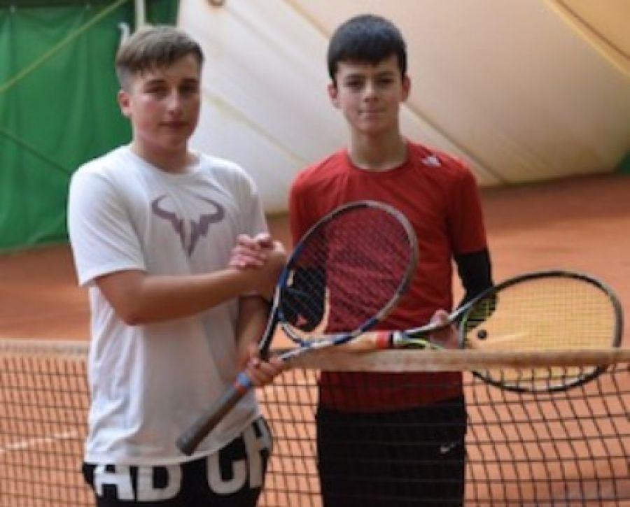 Tenis ziemny tenis stołowy badminton, Wiktor Kosowski mistrzem województwa tenisie - zdjęcie, fotografia