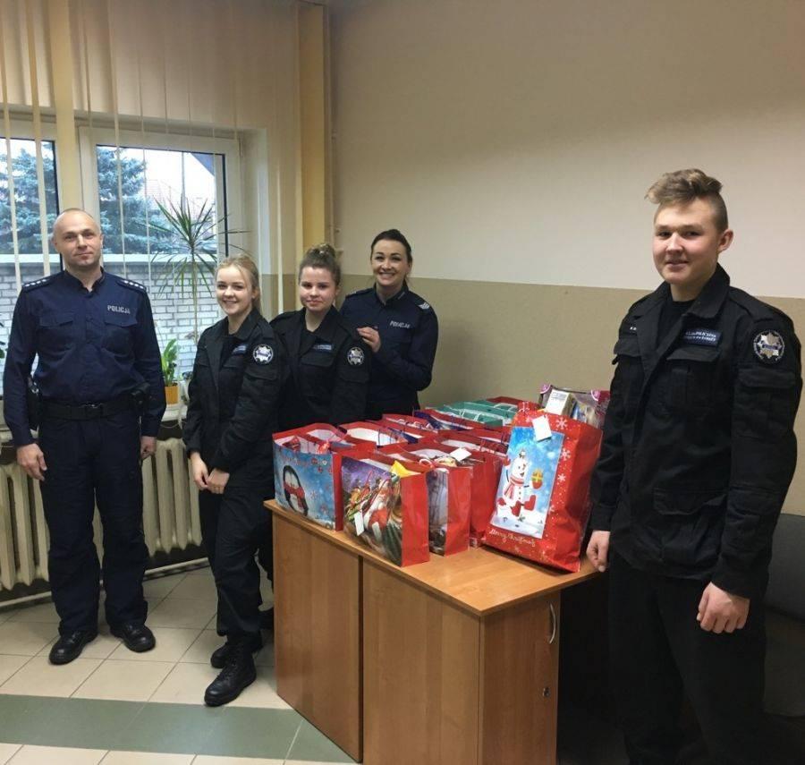 Akcje charytatywne, Niebieska paczka funkcjonariuszy policyjnych [FOTO] - zdjęcie, fotografia