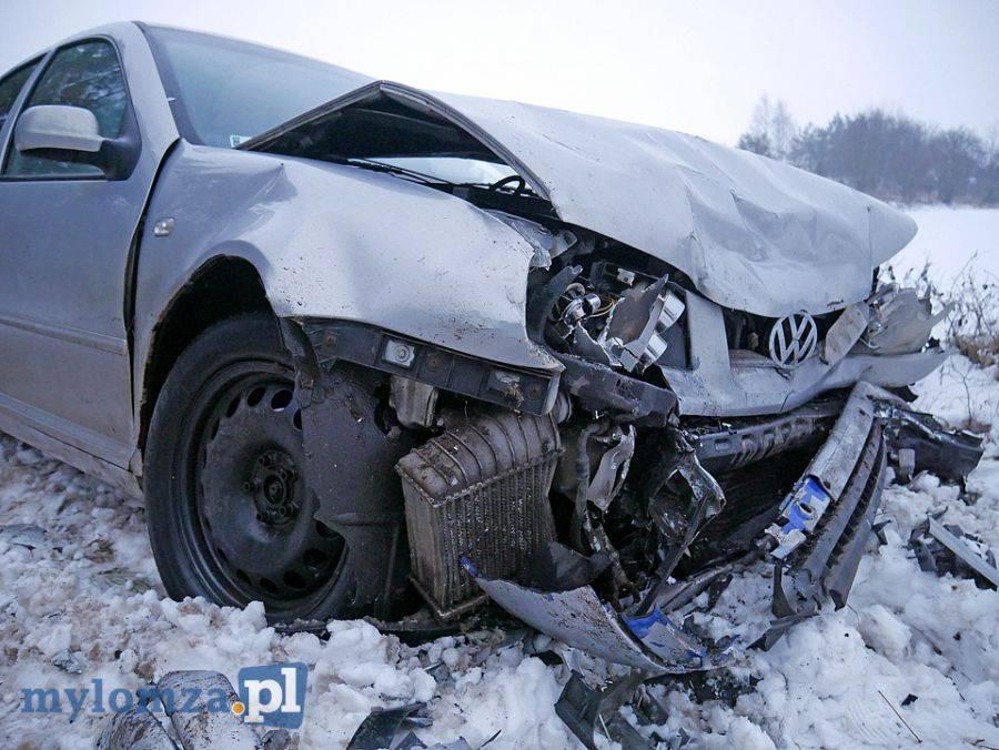 Kronika kryminalna, Czołówka dwóch pojazdów [FOTO] - zdjęcie, fotografia