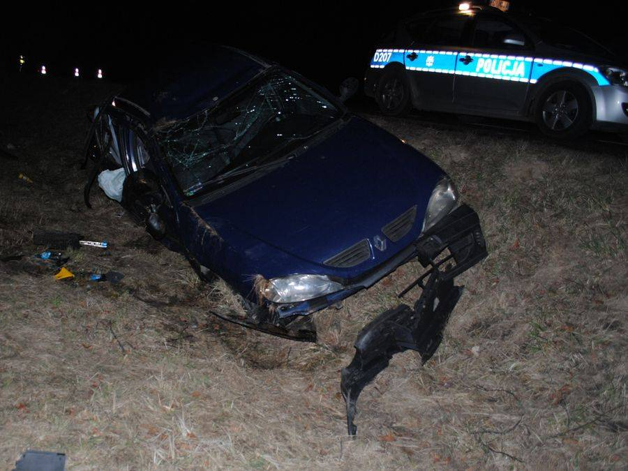 Wypadki drogowe, Śmierć Pasażer renault wypadł prosto koła innego pojazdu - zdjęcie, fotografia