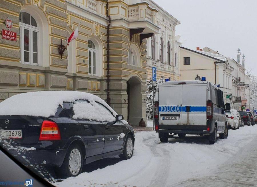 Kronika kryminalna, Bomby łomżyńskich sądach Wpłynęły groźne wiadomości - zdjęcie, fotografia
