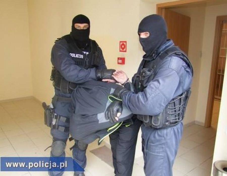 Kronika kryminalna, Żądał pieniędzy siekierą głowie - zdjęcie, fotografia