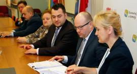 Łomża: Umowy na realizację projektów podpisane [VIDEO i FOTO]