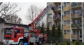 Strażacy weszli przez balkon, żeby ratować mężczyznę [FOTO]