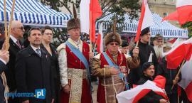 Biało-czerwony Stary Rynek. Łomża świętuje Dzień Flagi RP [FOTO]
