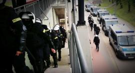 Łomża: Policja przypuściła atak na stadion [FOTO]