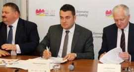 Łomża: Podpisanie umowy - Centra Integracji Społecznej [LIVE]
