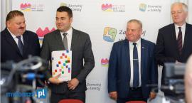 Łomża: Wielomilionowa umowa na realizację Centrów Integracji Społecznej podpisana [VIDEO i FOTO]