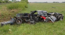 Wypadek na przejeździe kolejowym. Samochód rozerwało na strzępy