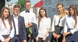 Prawdziwe wakacje dopiero przed nami! Zakończenie roku w II Liceum Ogólnokształcącym w Łomży [FOTO]