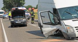 Dwie osoby w szpitalu po wypadku w Grzymałach Szczepankowskich! Droga zablokowana [FOTO]