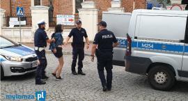 Łomża: Pijana i agresywna! Obywatelskie ujęcie 18-latki, która uszkodziła dwa pojazdy! [FOTO]