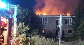 Rybno: Strażacy walczą z pożarem domu [FOTO]
