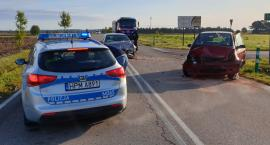 Poranne zderzenie na drodze Piątnica - Jeziorko. Jedna osoba w szpitalu [FOTO]