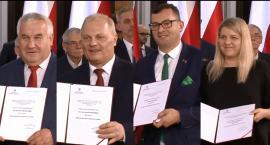 Posłowie otrzymali zaświadczenia o wyborze [FOTO i VIDEO]