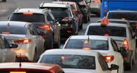 Zmiany w ruchu drogowym. Od jutra jazda na suwak będzie obowiązkowa