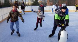 Młodzież korzysta już z lodowiska przy ul. Katyńskiej [VIDEO i FOTO]