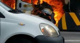 Przy cmentarzu płonęło auto