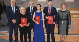 Wręczono nagrody i stypendia Starosty Łomżyńskiego [FOTO]