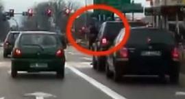Nieostrożne zachowania kierowców na ulicach Łomży [VIDEO]