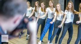 Pięknie dziewczyny przygotowują się do gali Miss. W tym roku finał na łomżyńskiej uczelni! [FOTO]