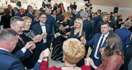 Hucznie i na trzeźwo! W Piątnicy odbył się bal bezalkoholowy na ponad sto par [FOTO i VIDEO]