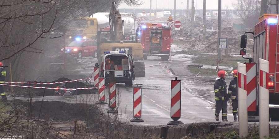 STRAŻ POŻARNA, Koparka uszkodziła gazociąg [ZDJĘCIA] - zdjęcie, fotografia