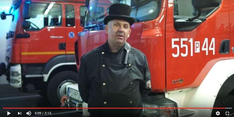 """STRAŻ POŻARNA, """"Prawdziwy facet czyści komin regularnie"""" Kampania strażaków kominiarzy [VIDEO] - zdjęcie, fotografia"""