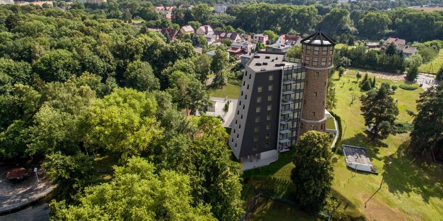 INWESTYCJE, Wieża ciśnień zmienia luksusowy apartamentowiec - zdjęcie, fotografia